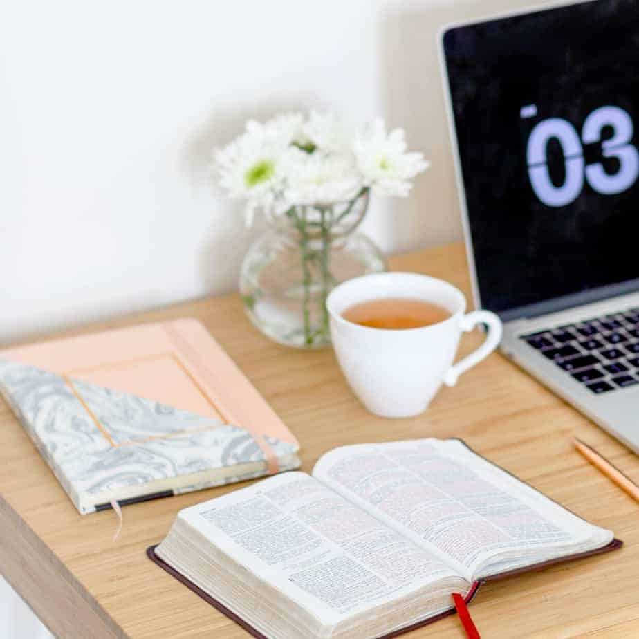 How to Read the Bible Daily and Stay Consistent